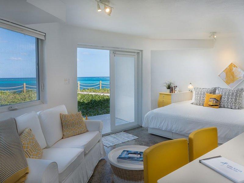 Villa Kaya - Yellow Suite - Ocean Front, Ferienwohnung in Grand Turk