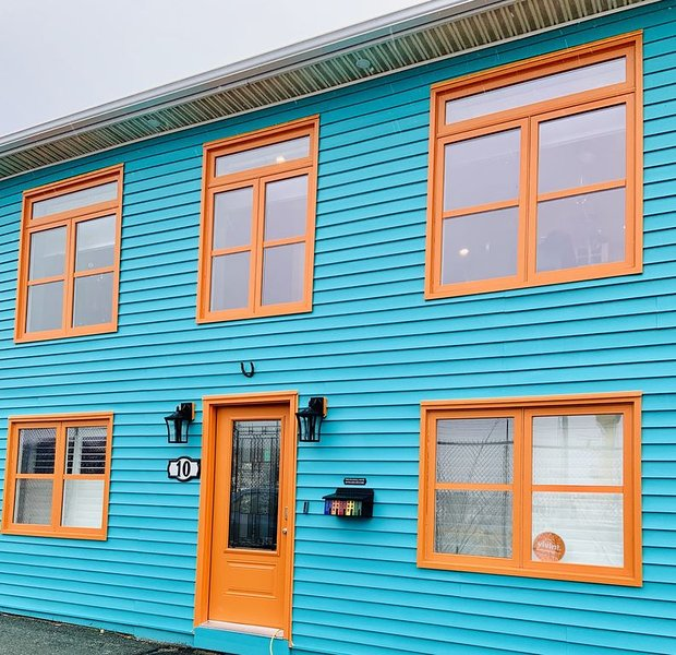 Salt & Battery Seaside Escape, holiday rental in Pouch Cove