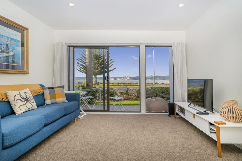 Modern two bedroom family apartment with seaviews, holiday rental in Whitianga