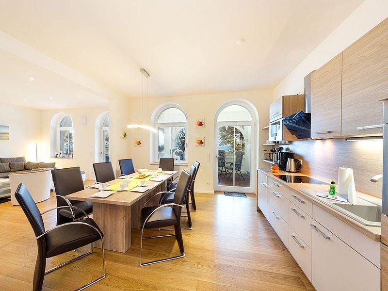 Villa Seeblick Nr. 6, 115 qm, 2 Schlafzimmer, 2 Balkone, max. 8 Personen, holiday rental in Ostseebad Binz