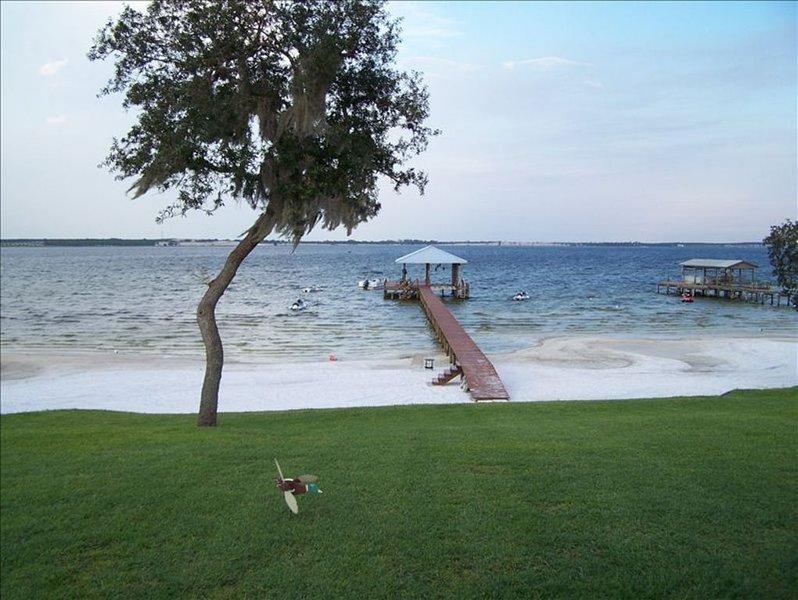 On 'The' Lake Placid! Lakefront, Hot Tub, Beach, Large Dock!, location de vacances à Lake Placid