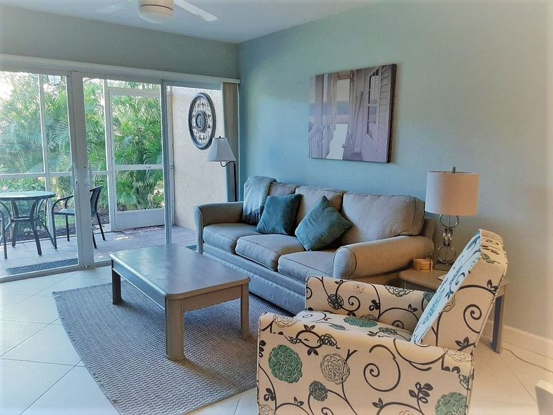 *Great Location* 1st Fl Ocean Village Condo - Golf, tennis, pools and beach, location de vacances à Fort Pierce