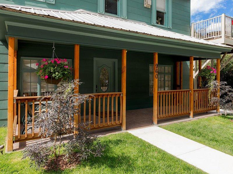 Ouray Hot Springs Condo - 'Main Street Condo' - Pet Friendly, holiday rental in Ouray
