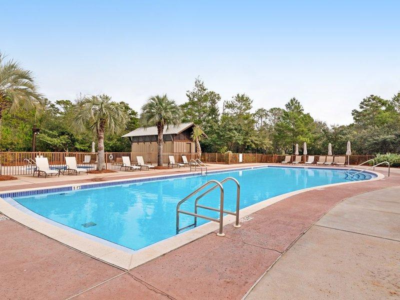 Open, airy, & bright condo w/ a shared pool, grilling area, private beach access, casa vacanza a Blue Mountain Beach