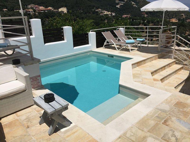 Pepe's Villa in Loustri on NE coast with private pool, WiFi, AirCon. Sleeps 4., location de vacances à Kalami
