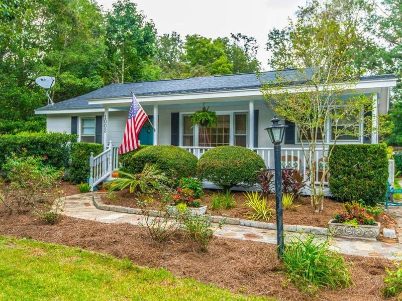 3 bedroom 2 bath house located close to Downtown Charleston and Folly Beach!, alquiler vacacional en Fenwick Island
