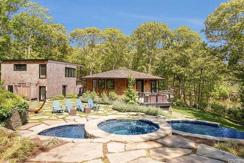 Hamptons Beach Round House with infinity pool & hot tub, holiday rental in Laurel