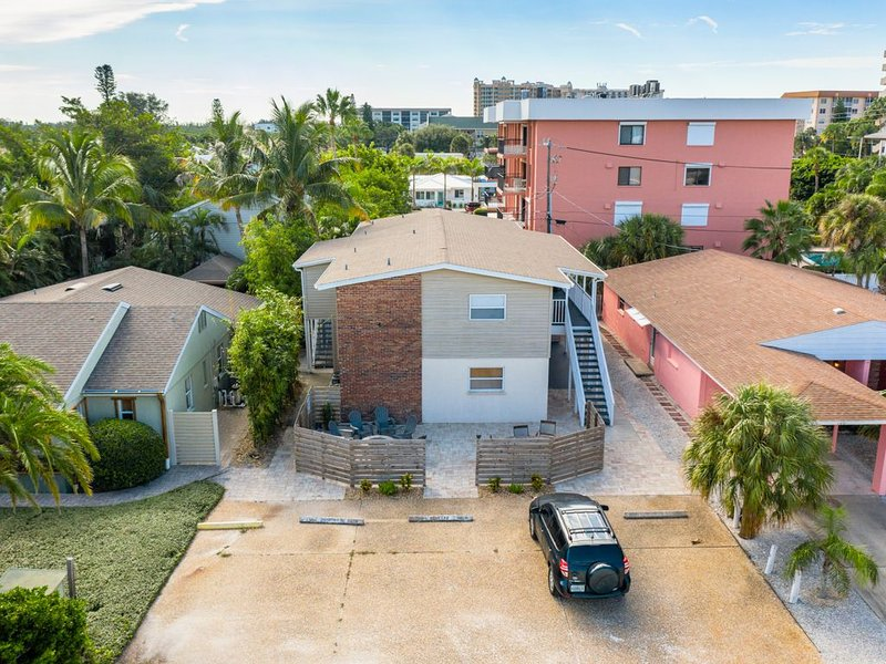 SAILORS Inn Unit D LIDO KEY 100 Steps from the sand, holiday rental in Lido Key