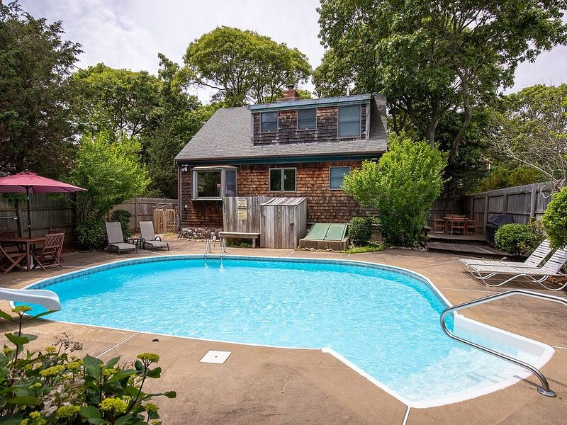 Beautiful home with pool in great location, holiday rental in Oak Bluffs