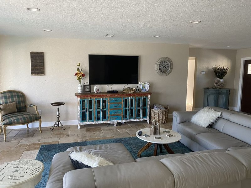 Beautiful Home on the Canal, holiday rental in Bradenton