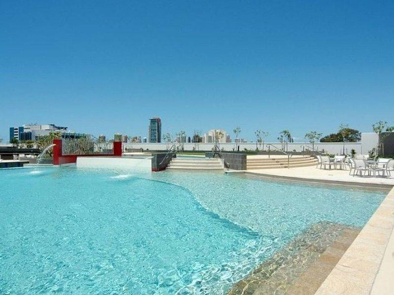 Panoramic Views Gold Coast! Free Wine*Wifi*Netflix*Parking*!, vacation rental in Runaway Bay