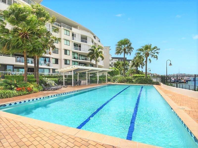 Luxury Riverfront Views! New Farm! Free Wifi*Netflix*Wine*Parking, alquiler de vacaciones en Brisbane