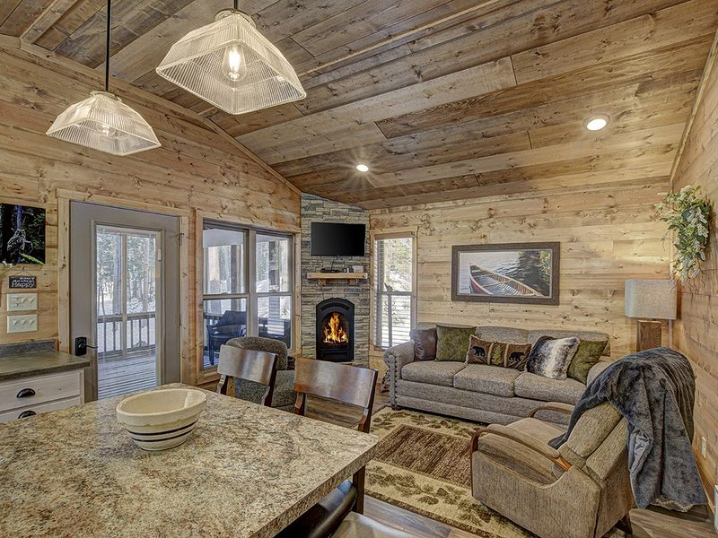 Luxury Lakefront Cottage on Meta Lake - Eagle River, vacation rental in Eagle River
