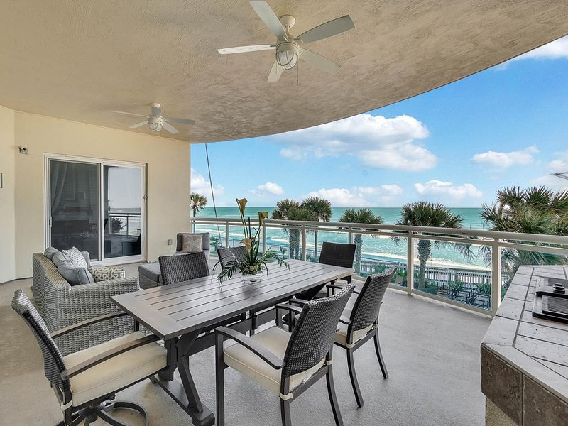 Luxury Oceanfront 3 BR Condo 208 - huge balcony and incredible views, vacation rental in Daytona Beach