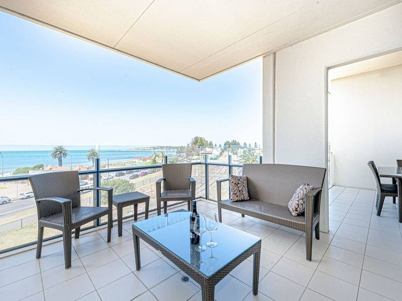 4 bedrooms 2 baths, Pool & Gym, Amazing Ocean Views, Ferienwohnung in McCracken