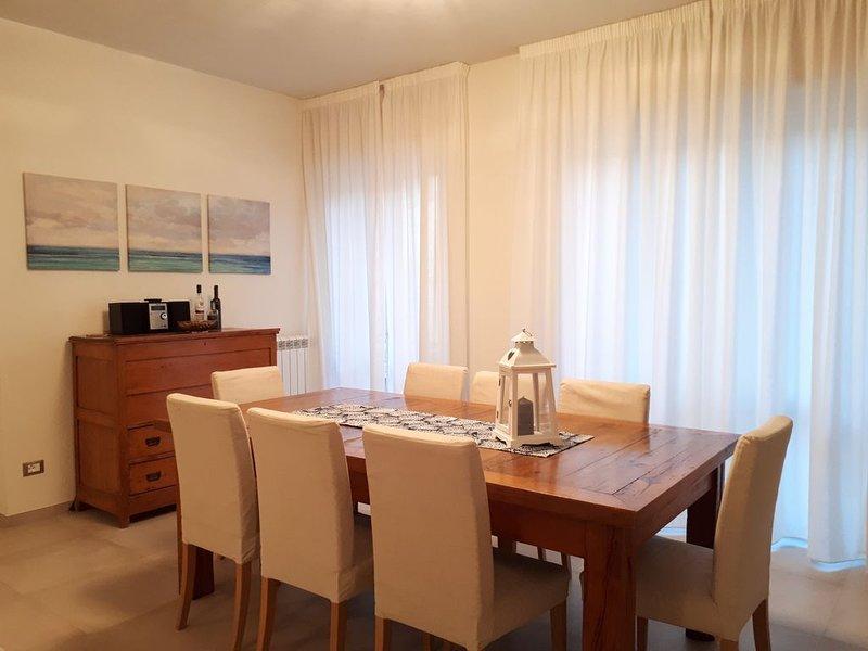 Moderno appartamento in pieno centro a 5 minuti a piedi dal mare!, holiday rental in Viareggio