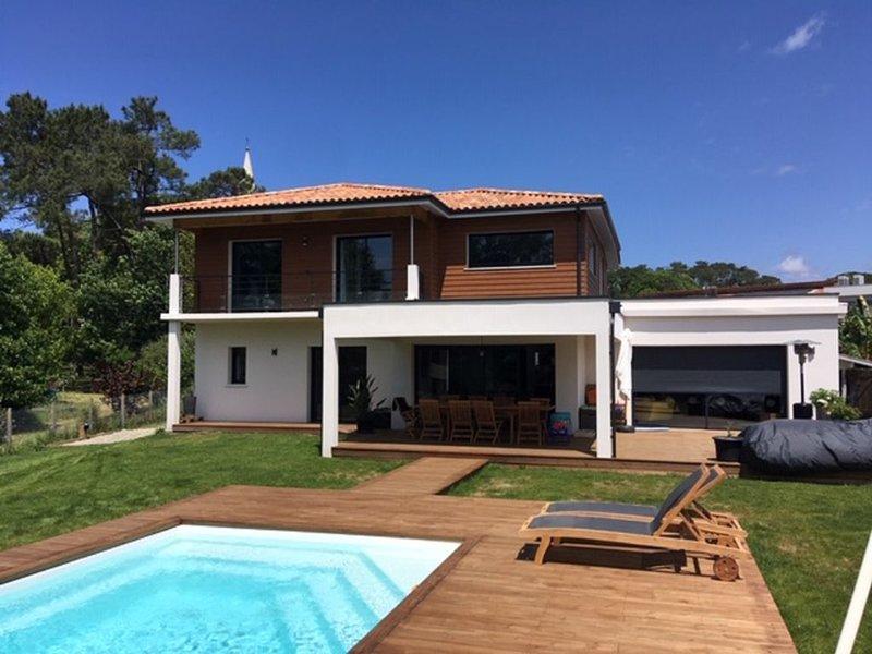 Villa Neuve  avec piscine à Hossegor, holiday rental in Saubion