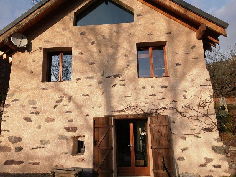Bergerie en pierres entièrement rénovée en 2013 aux portes du Mercantour, casa vacanza a Bairols