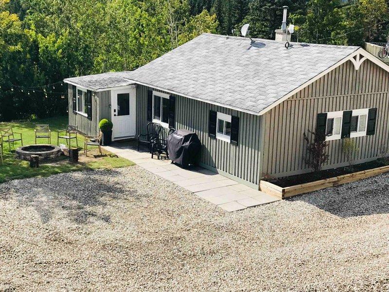 Ghost Lake Acreage Cottage, location de vacances à Cochrane