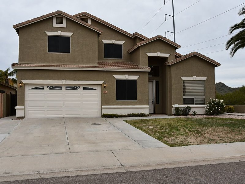 Near Scottsdale area, minutes from high end shopping malls and restaurants., vacation rental in Paradise Valley