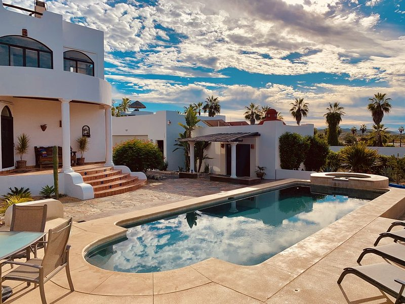 Beautiful gated property with ocean views & just minutes away from the beach!, vacation rental in El Pescadero