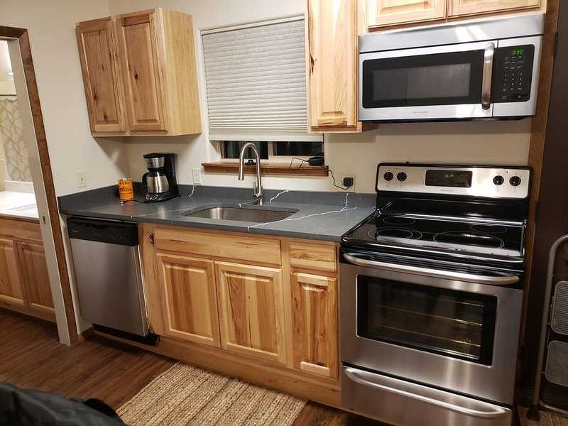 Cozy Guest House near Downtown Bayfield with off street parking, alquiler de vacaciones en Bayfield