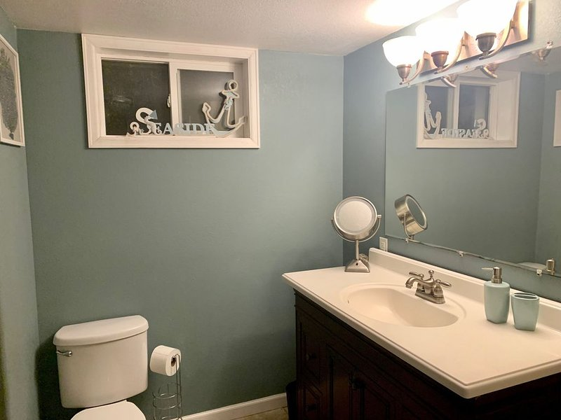 A Pet Friendly Clean Bedroom in a Warm Home, holiday rental in Pueblo West