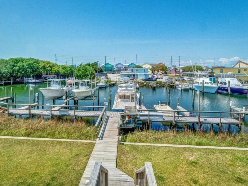 WATERFRONT with Boat Slip!, holiday rental in Morehead City