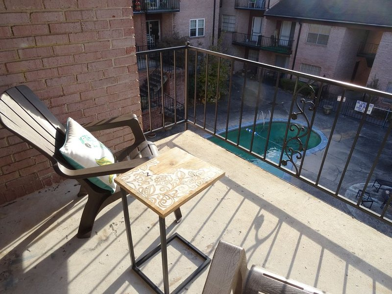 #3 UAB QUEEN SUITE+2 MIN WALK TO RESTAURANT, holiday rental in Jefferson