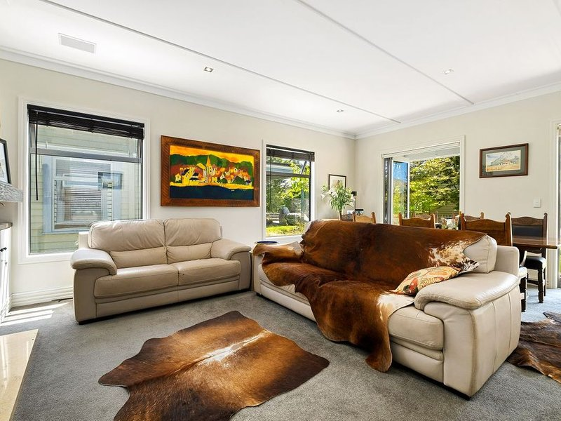 Rockwood - Wanaka Holiday Home, holiday rental in Cardrona