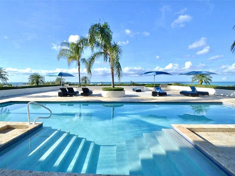 Newly priced: One-Bedroom Suite With Breath-Taking Panoramic Ocean Views!, location de vacances à The Bight Settlement