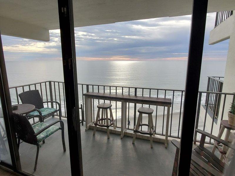OCEANFRONT: SHORE-LY AMAZING VIEW from Suite 702!, location de vacances à Murrells Inlet