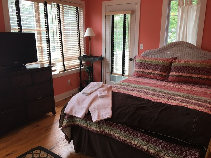 2nd floor master bedroom en suite, ceiling fan, private deck entrance