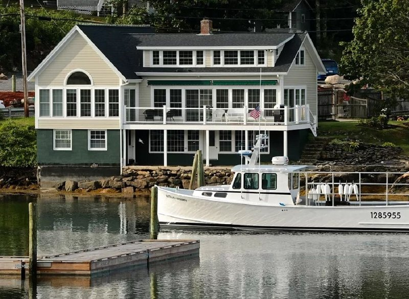 Stunning Renovated Waterfront Home with Private Deepwater Dock; Windows Galore!, holiday rental in Georgetown
