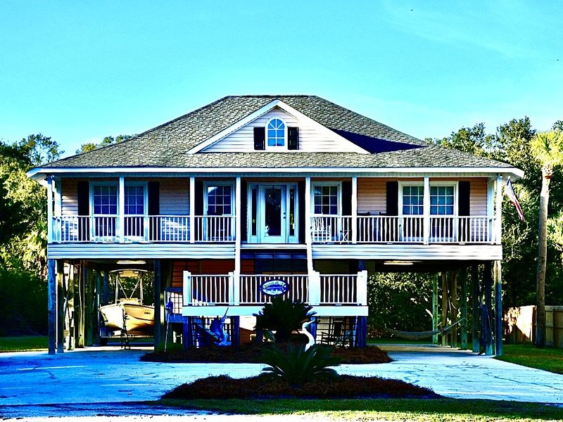 Newly reno Home, +-600' to Beach, Slp 10, Wi-Fi, Tidal Cr, perfect for family, vacation rental in Edisto Island