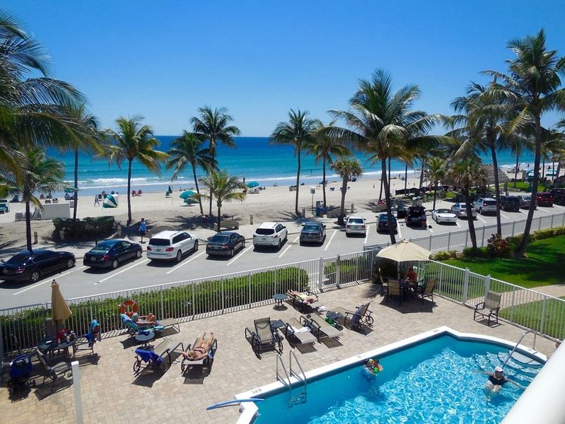Gorgeous Ocean Front Condo!!, vacation rental in Boca Raton