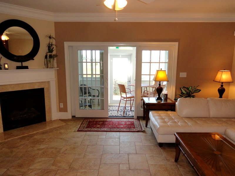 3 Bedroom, 3.5 Bath Townhome Centrally Located Between Rehoboth Beach and Histor, holiday rental in Nassau