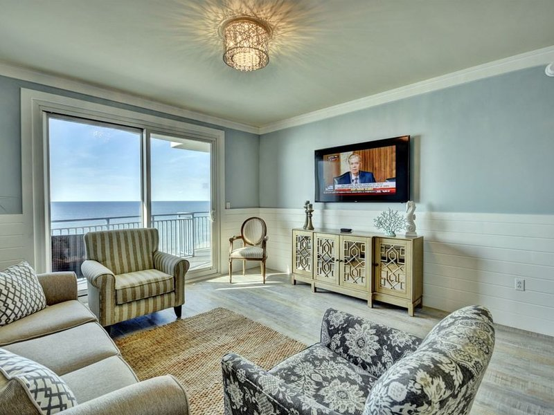 Beachfront Luxury Condo! Beach Chair Service Included!, holiday rental in Panama City Beach