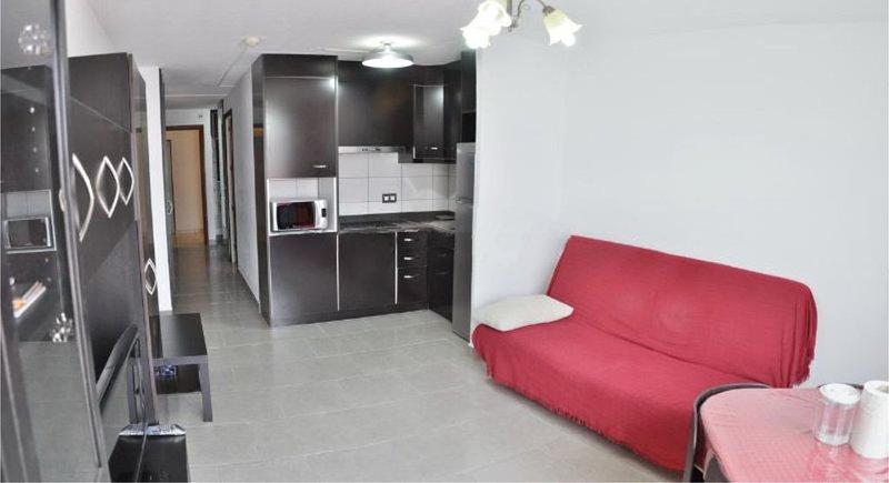 Bonito piso con genial localización, terraza, a 250 metros de la playa Y WiFi, alquiler de vacaciones en Jandia Peninsula