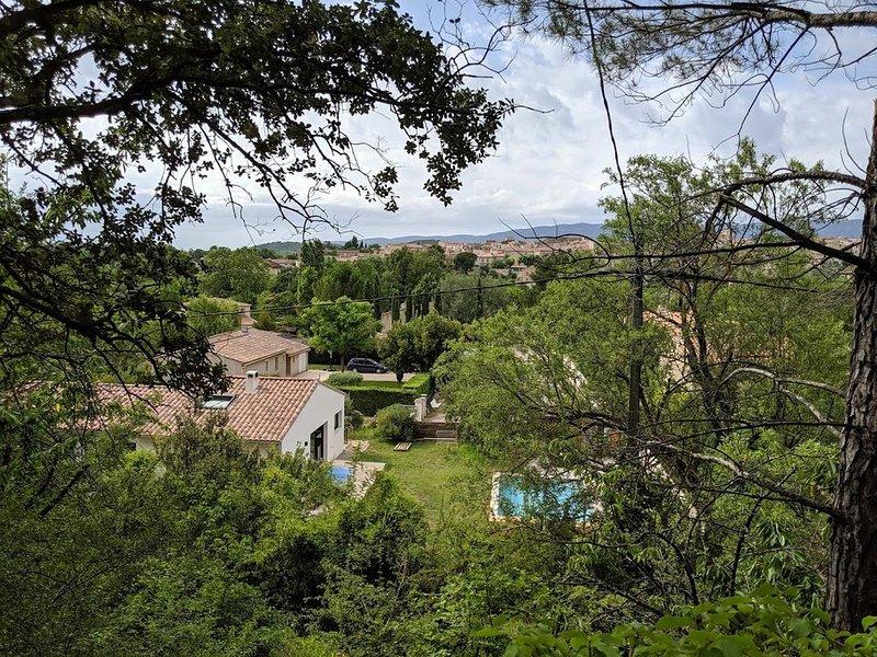 Maison au pied du Luberon 160 m2 en bordure de forêt avec piscine, aluguéis de temporada em Saint-Martin-de-la-Brasque