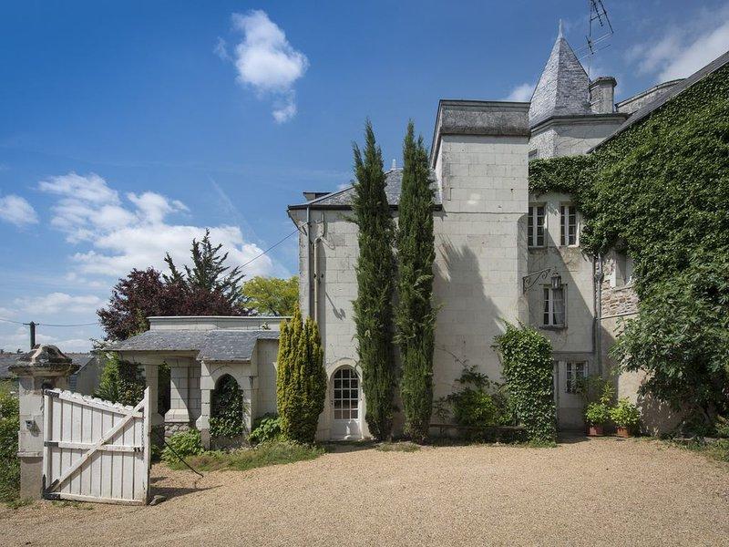 joli gîte du 18 ème siècle , bord de loire à 10 kms de SAUMUR, holiday rental in Gennes-Val-de-Loire