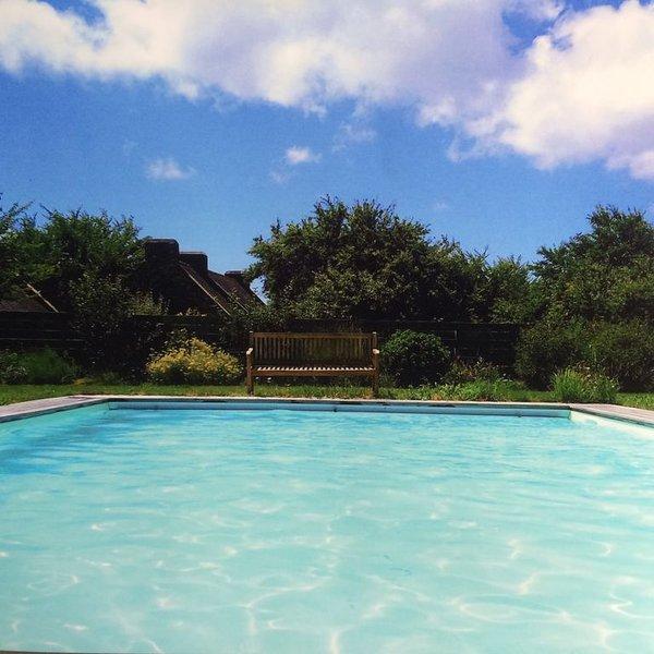 Charmante maison de famille avec piscine chauffée, vacation rental in Locmaria