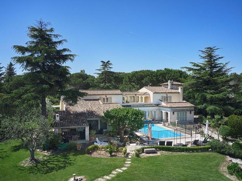 Grande et luxueuse propriété familiale., casa vacanza a Mouans-Sartoux