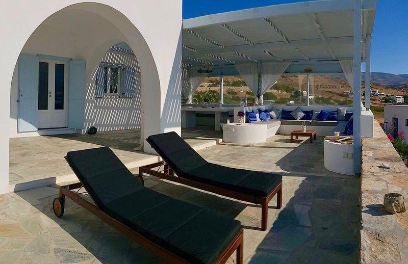 To Spiti Mas - Luxueuse maison Cycladique, holiday rental in Milopotas
