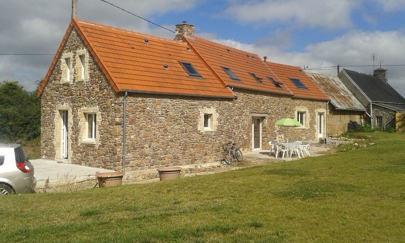 Maison de pays cotentinoise, holiday rental in Teurtheville-Bocage