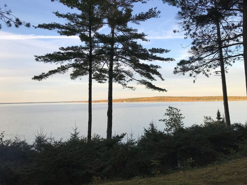 Burt Lake: The Best Views in Northern Michigan, holiday rental in Topinabee