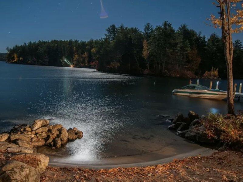 Beautiful Island Lake House, vacation rental in Alton