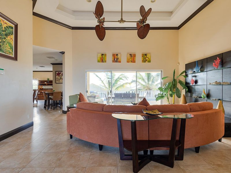 Your Home Away From Home for an Amazing Holiday Escape, location de vacances à The Bight Settlement