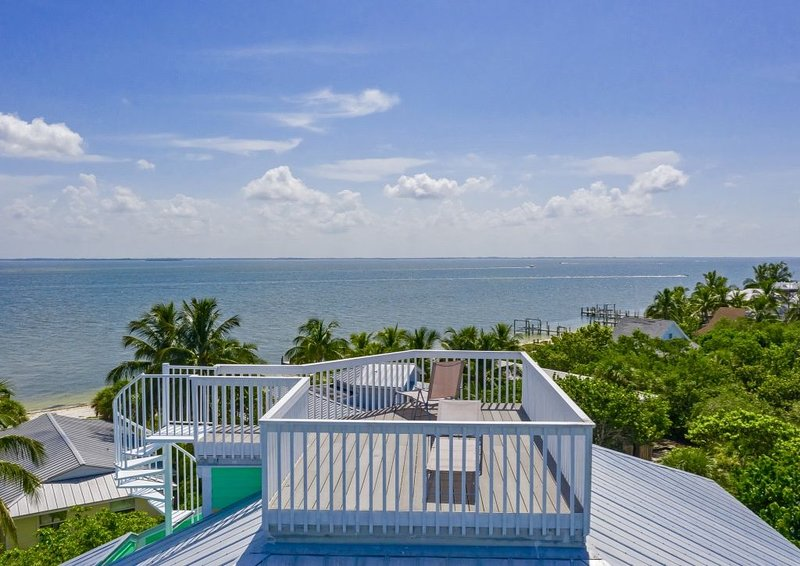New luxury home, 2 min to beach, 360 water views, club amenities, holiday rental in Pineland