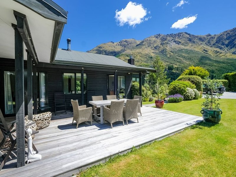 Arthurs Point Mount Views - Queenstown Holiday Home, holiday rental in Glenorchy